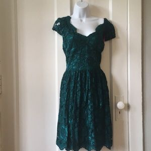 Green emerald dark forest Betsey Johnson dress 12